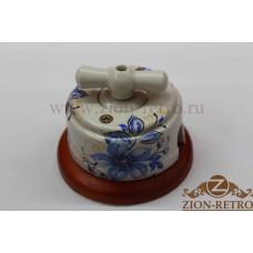 """Выключатель одноклавишный (проходной) с керамической ручкой бантик в стиле ретро, """"Лазурь"""", подрозетник вишня"""
