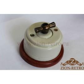 Выключатель одноклавишный (проходной) с металлической ручкой бантик, «Слоновая кость», подрозетник вишня