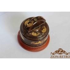 """Выключатель одноклавишный (проходной) с керамической ручкой полумесяц в стиле ретро, """"Магия золота"""", подрозетник вишня"""